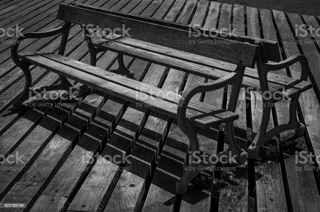 Banco de madeira - foto de acervo