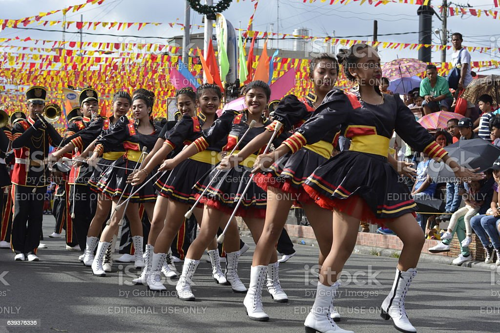 Band majorettes perform various dancing skills - foto de stock