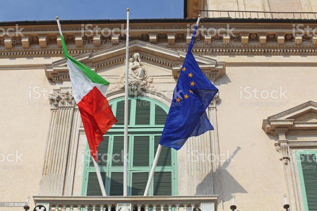 Bandiera Italia ed Europa - Quirinale, Roma foto stock royalty-free