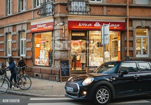 istock Banette artisan boulanger bakery France cuisine shopping 628100378