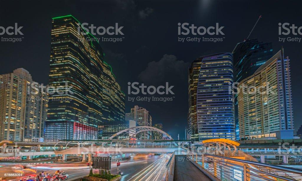 Bangkok iş merkezi bölge ve iş bölgesinin Skytrain istasyonu Chong Bangkok'un trafikte royalty-free stock photo