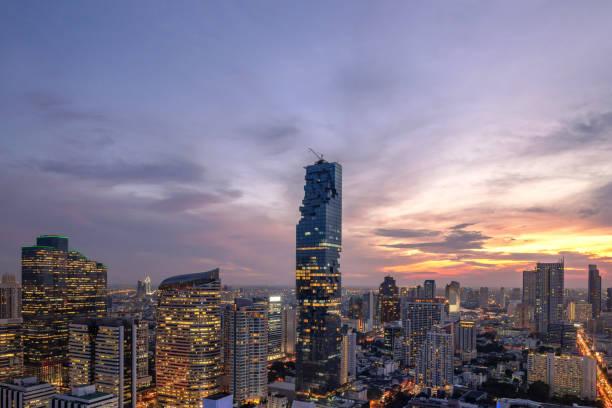 曼谷城市 - 鳥美麗的日落曼谷市中心泰國天際線 , 城市景觀塔在夜間 , 風景曼谷泰國圖像檔