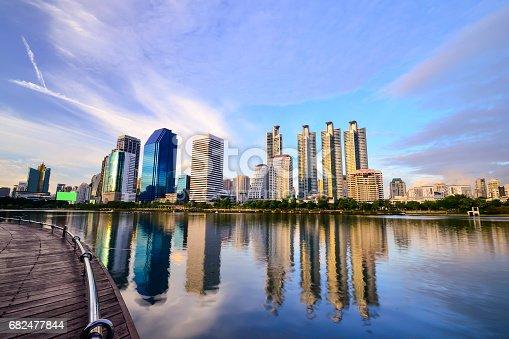 Bangkok City At Night With Daylight - Fotografie stock e altre immagini di Acqua