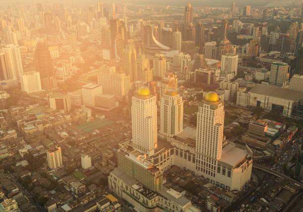 曼谷市中心商務中心大廈鳥瞰圖, 日落期間圖像檔