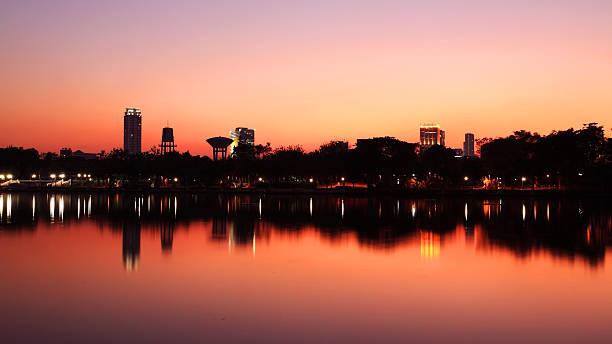Bangkok city downtown  at twilight sky圖像檔