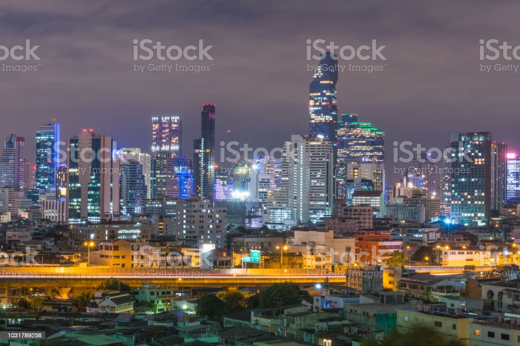 Die Stadt Bangkok bei Nacht. – Foto