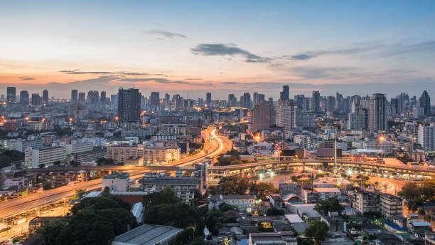 曼谷市的天際線景觀。曼谷汽車及工業在市中心區污染。曼谷氣候變化污染圖像檔