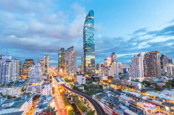 Blick auf die Stadt Bangkok hat eine modernere Gebäude und der u-Bahn Station Thailand – Foto