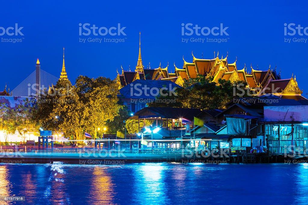Bangkok temple at night photo libre de droits