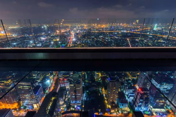 Bangkok, Thailand-25.02.2019: Glasboden des Hochbaus transparent sehen wahr Mahanakhon Gebäude unten – Foto