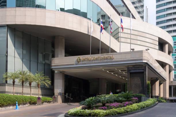 Bangkok, Thailand-6. März 2017: Eingang zum Intercontinental Hotel, Ploenchit. Alle Hotelketten sind in der Stadt gut vertreten. – Foto