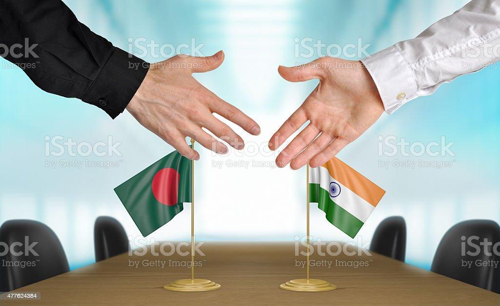 Bangladesh y la India, los diplomáticos acordar un trato - foto de stock