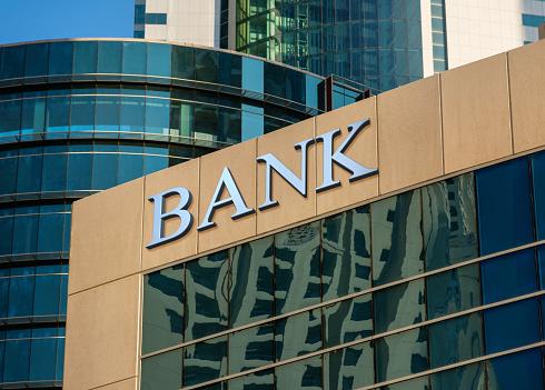 Edificio Del Banco Foto de stock y más banco de imágenes de Actividades bancarias