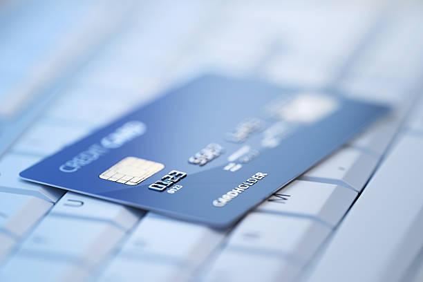 Bank Kreditkarte auf Computer-Tastatur – Foto