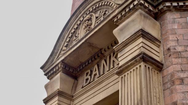 bank doorway - bank financieel gebouw stockfoto's en -beelden