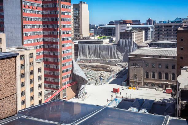 un immeuble de la banque de lisbonne démoli à johannesburg - imploser photos et images de collection