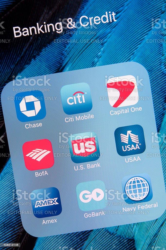 Banca &  las aplicaciones de crédito en pantalla Apple iPhone 6S Más - foto de stock