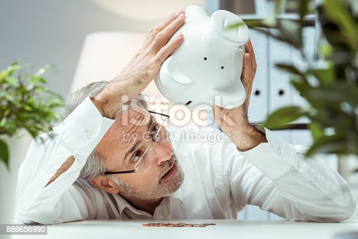 istock Bankruptcy 886656990