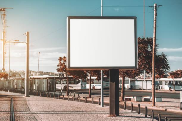 banner mockup near a transport node - modello dimostrativo foto e immagini stock