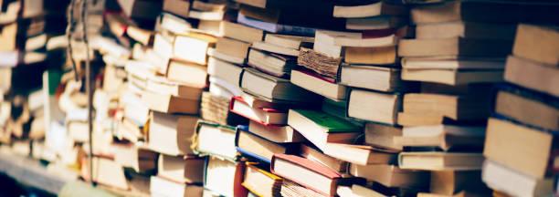 Bannière de la pile de livres à la librairie - Photo