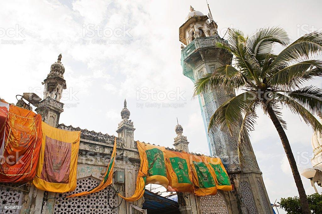 Banners pendurado no haji ali de dargah foto de stock royalty-free