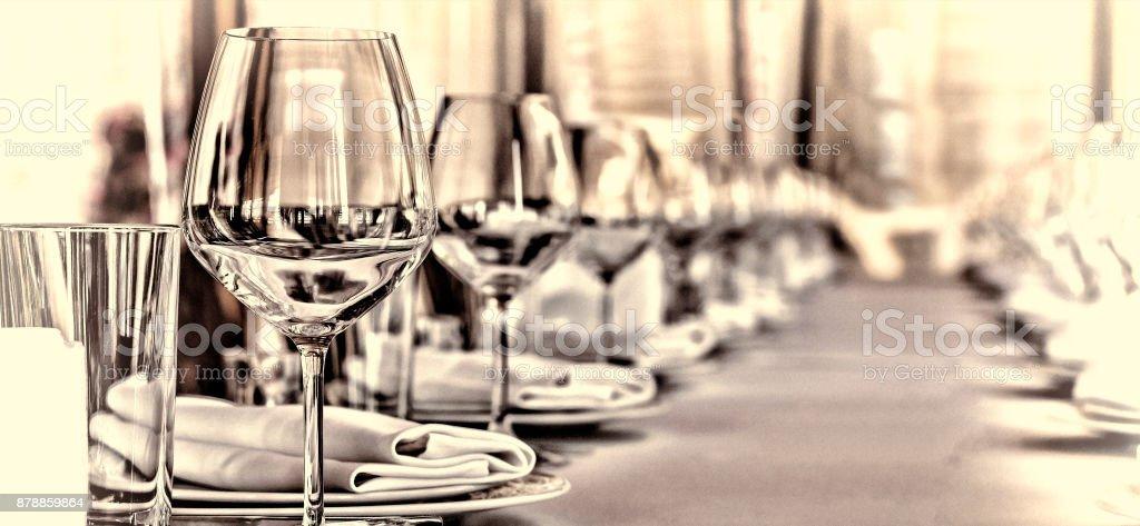 Salão de banquetes no restaurante. Conceito: servir. Comemoração aniversário de casamento - foto de acervo
