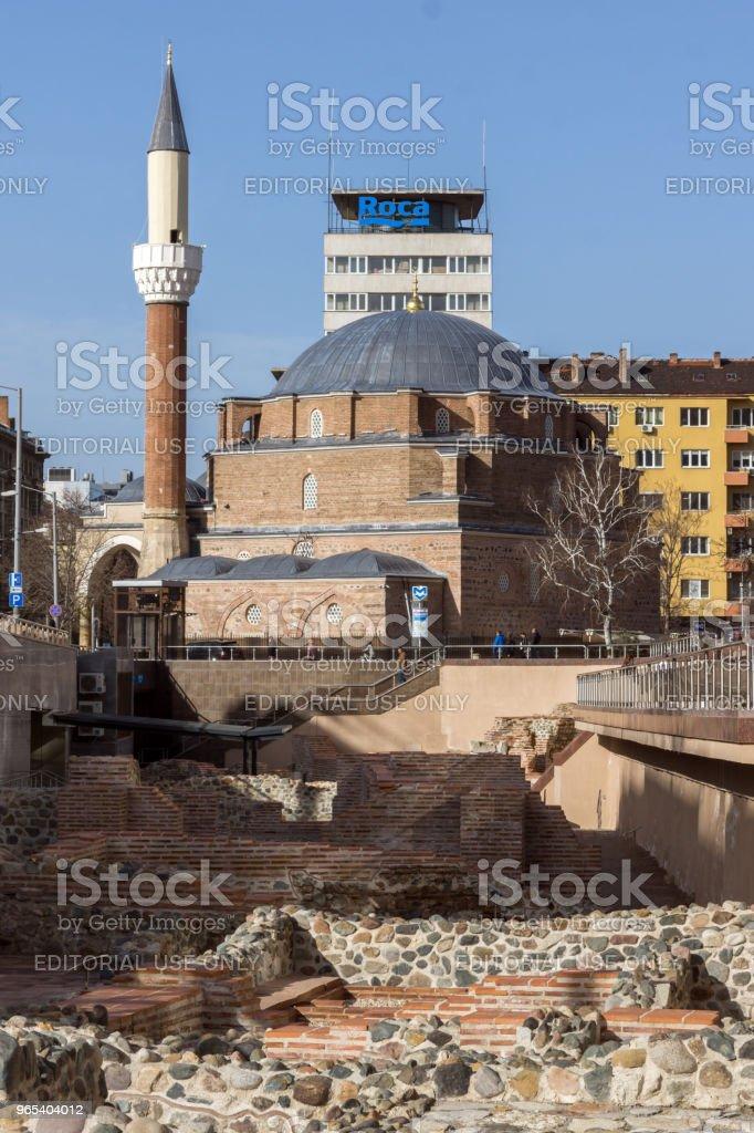 반 야 바 시 모스크, 소피아, 불가리아에 있는 고 대 Serdica의 유적 - 로열티 프리 0명 스톡 사진