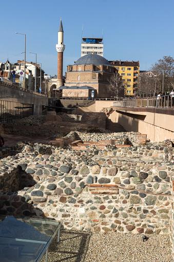 Banjabaschimoschee Und Die Ruinen Der Alten Serdica In Sofia Bulgarien Stockfoto und mehr Bilder von Antiquität