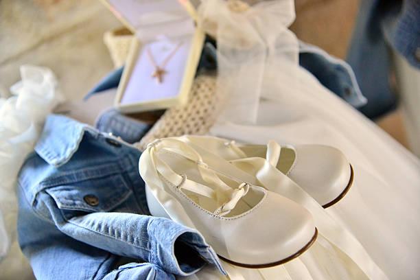 taufe: die godfather's-ein satz von kleidung - geschenk zur taufe stock-fotos und bilder