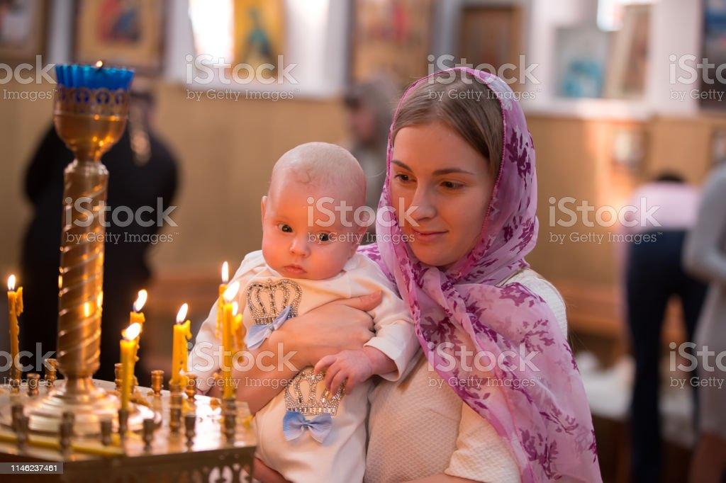Taufe Des Chiles Kind In Den Armen Der Mutter Taufe Des