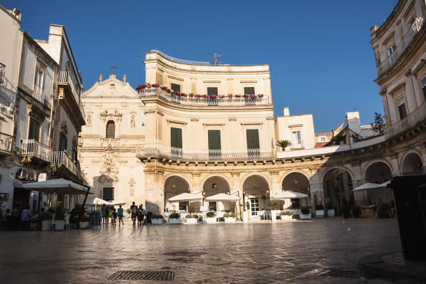 bar and tourists in saint mary square in martina franca - napoli piazza plebiscito foto e immagini stock