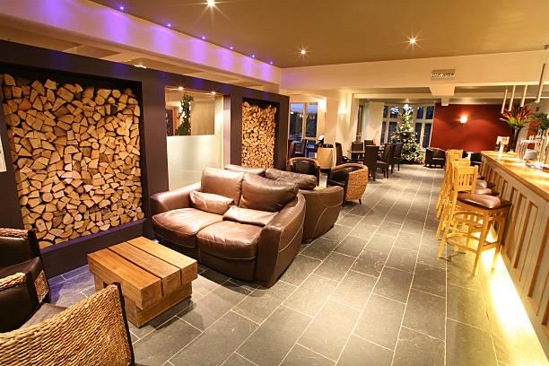 bar-bereich - club sofa stock-fotos und bilder