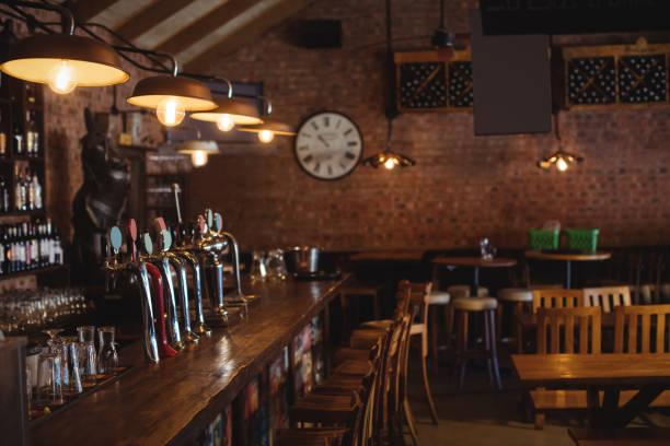 bardisk på pub - pub bildbanksfoton och bilder