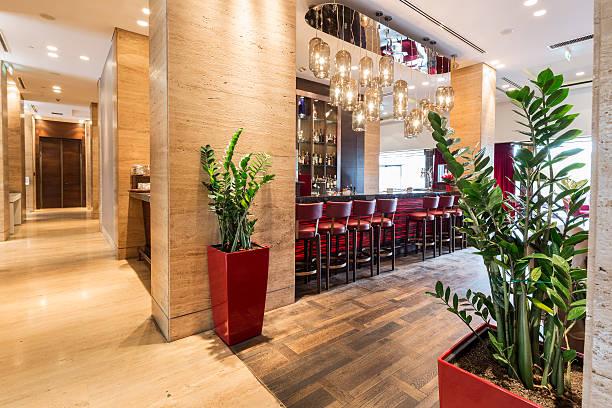 bar in hotel lobby interior - goldene bar stock-fotos und bilder