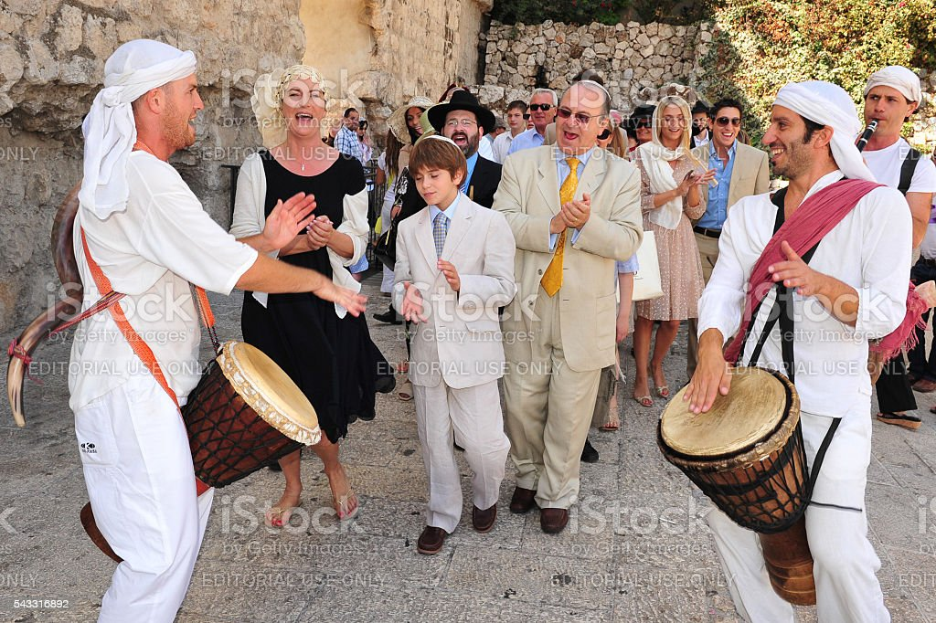 Bar Mitzvah-juif venant du rituel de l'âge - Photo