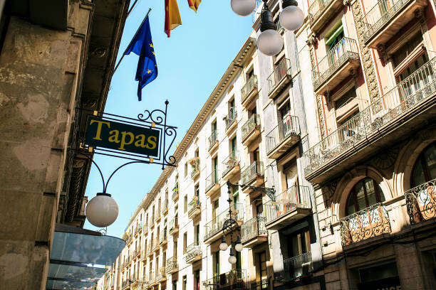 bar tapas in barcelona gelegen - tapas stock-fotos und bilder