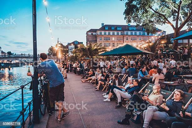 Bar scene at spree river at berlin picture id538682718?b=1&k=6&m=538682718&s=612x612&h=uypef u7mognxgeetr14th2m t6d iwdfznbiqq1jpi=
