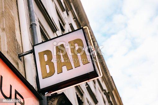 istock Bar sign in Paris, France 863887544