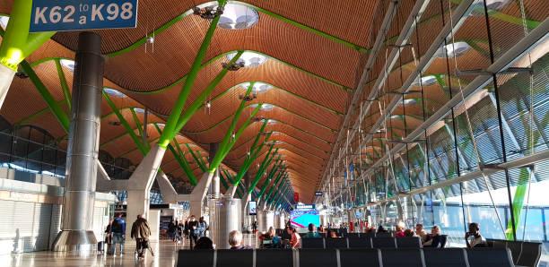 Flughafen Barajas Terminal 4, Madrid, Spanien – Foto
