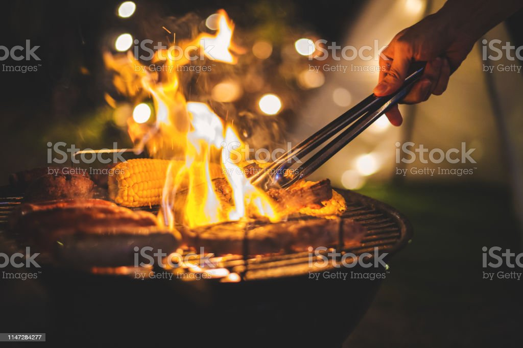 barbecue camping - Стоковые фото Азия роялти-фри