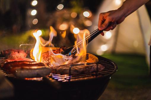 Barbecue Camping Stockfoto en meer beelden van Achtergrond - Thema