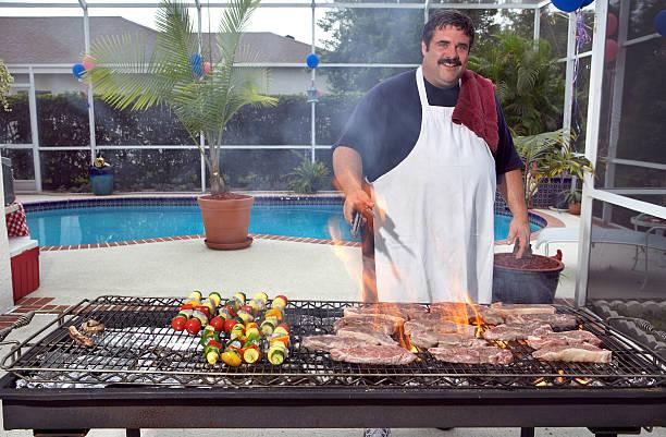 barbecue-küche - grillschürze stock-fotos und bilder