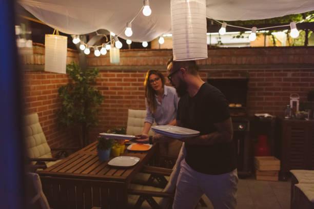 grillparty im garten - terrassen lichterketten stock-fotos und bilder