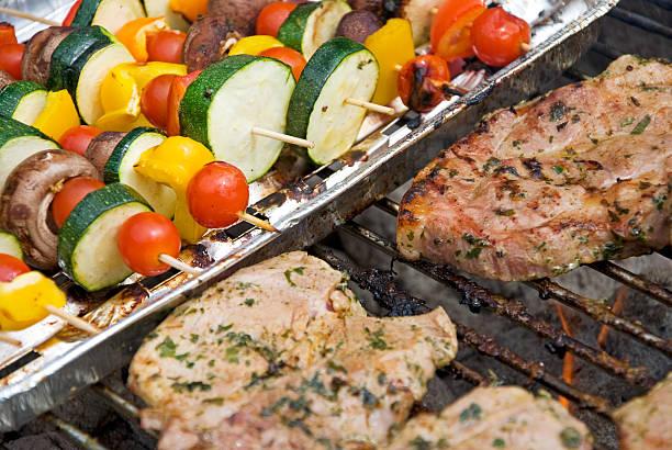 barbecue - paprikaschnitzel stock-fotos und bilder