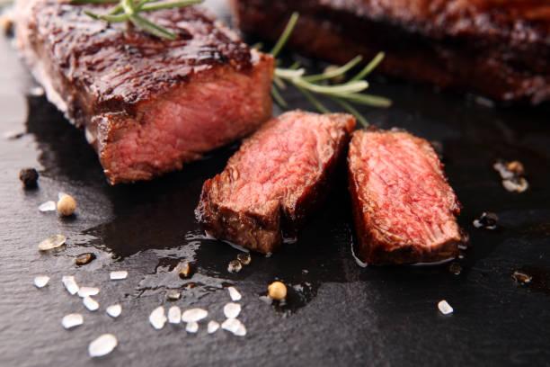 barbecue rib eye steak eller gump biff - hängmörad wagyu entrecôte biff - biff bildbanksfoton och bilder