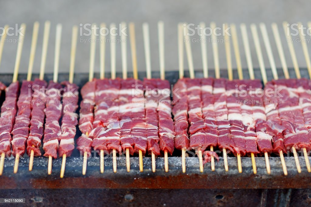 Barbecue with Arrosticini, a typical Italian small skewers - foto stock