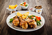 Barbecued chicken legs with vegetables