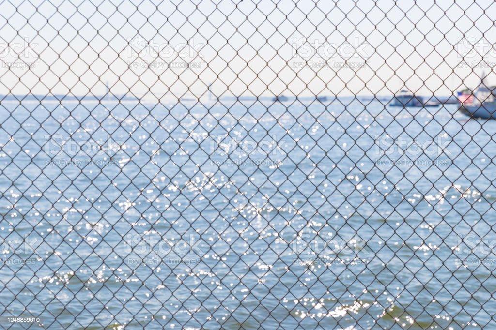 Stacheldraht - Sperrgebiet und das Meer am Horizont – Foto