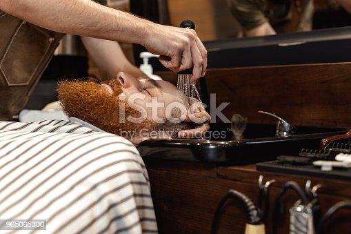 Barber And Bearded Man In Barber Shop - Stockowe zdjęcia i więcej obrazów Akcesorium osobiste