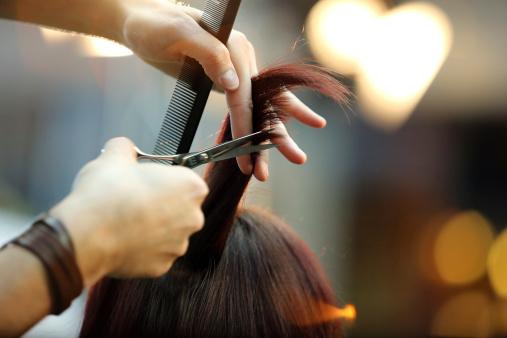 Barber Cutting Hair 照片檔及更多 人 照片